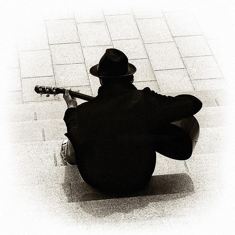 La guitare. dans POESIES EN IMAGES 0q4yt7hm