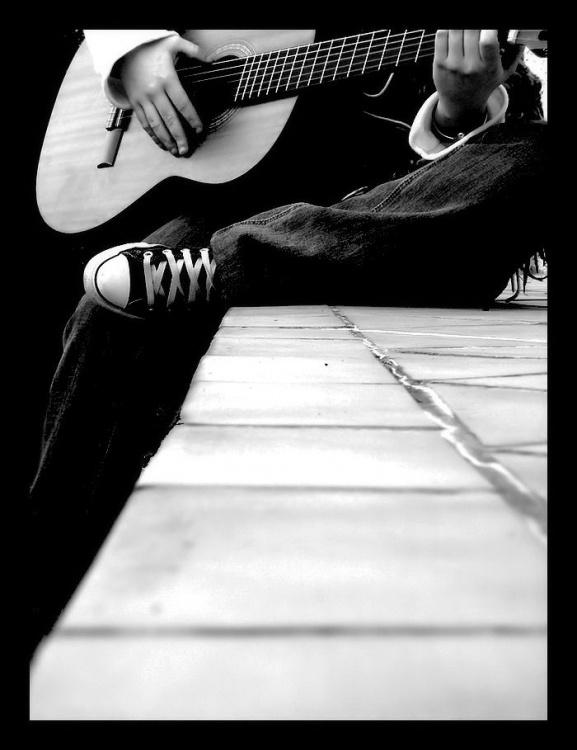 La guitare toujours. dans POESIES EN IMAGES m4ixcyln